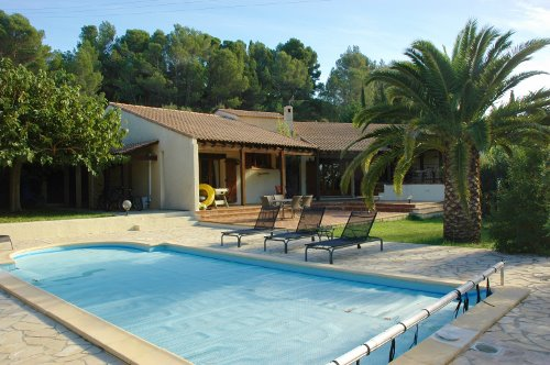 540,000€ Spacious 5 bedroom villa in a stunning position on the banks of the Canal du Midi