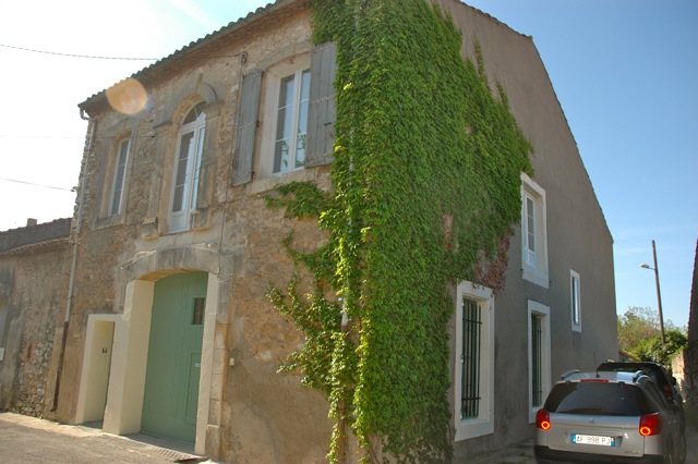 265,000€ Immaculate 3 bedroom house with garden in a lively Canalside village